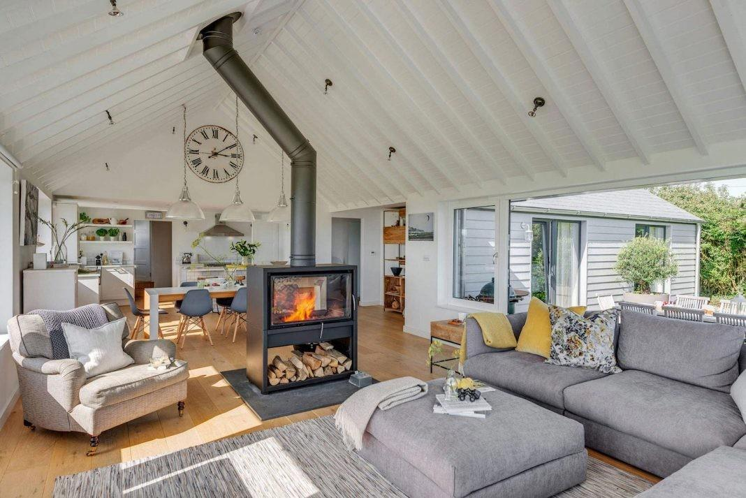 1960 Bungalow Transformed Into Modern Open Plan Home