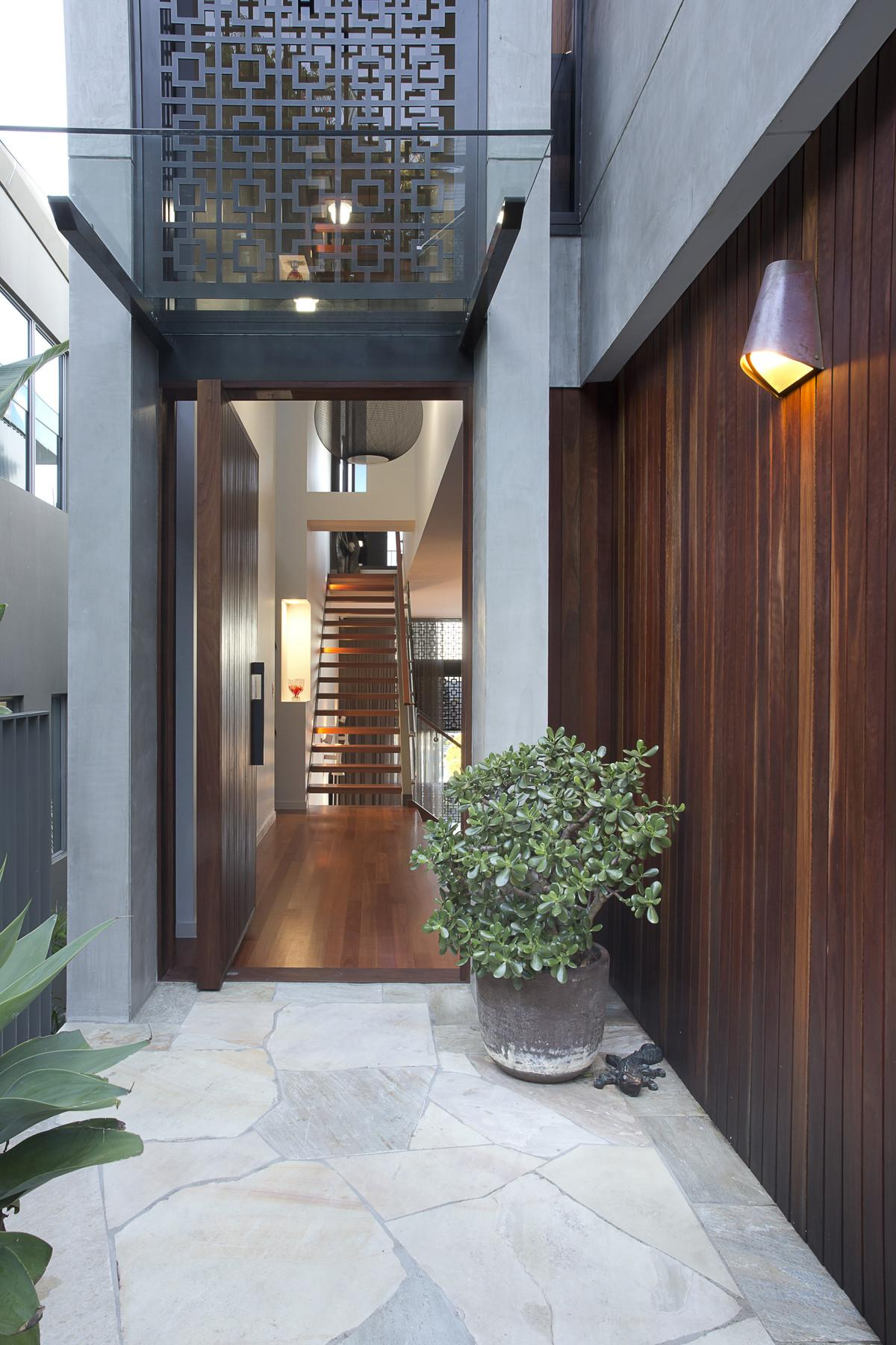 80s Dated 60s Modern Gold Coast Home Transformed