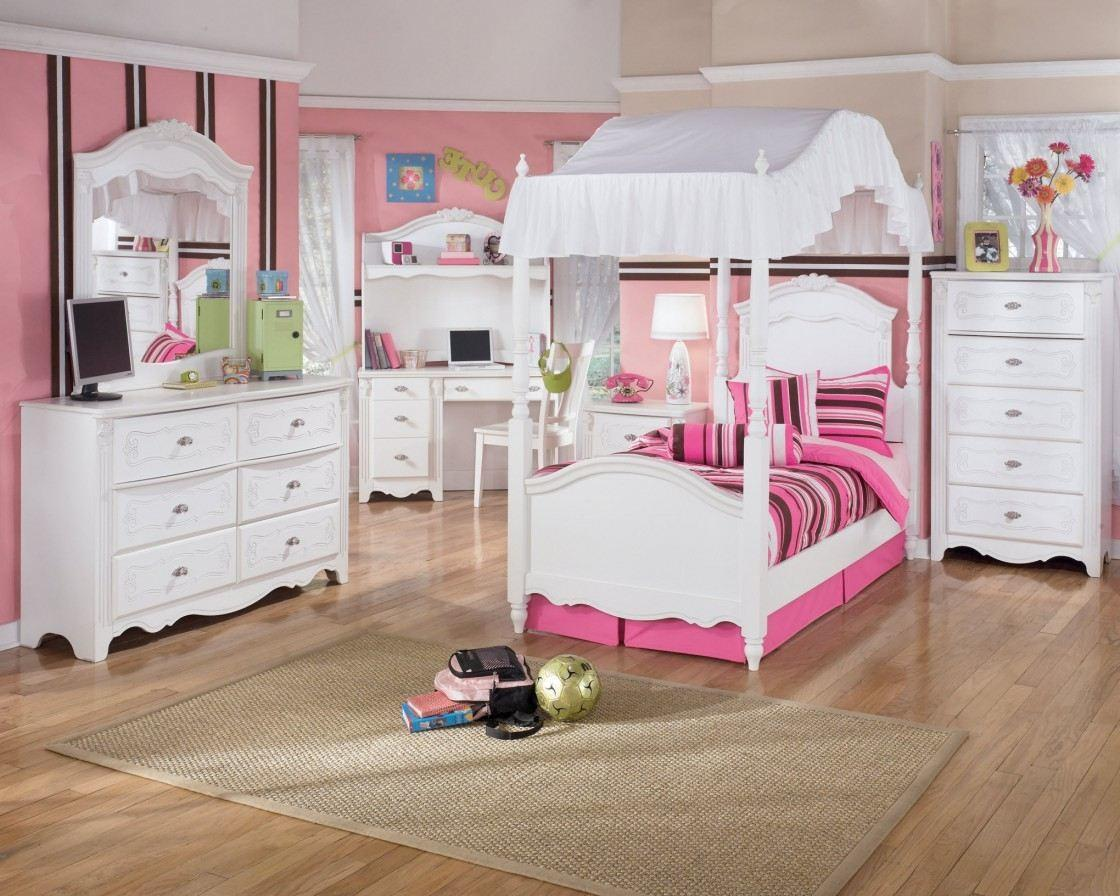 Accent Wall Kids Bedroom Blue Pink Black Fur