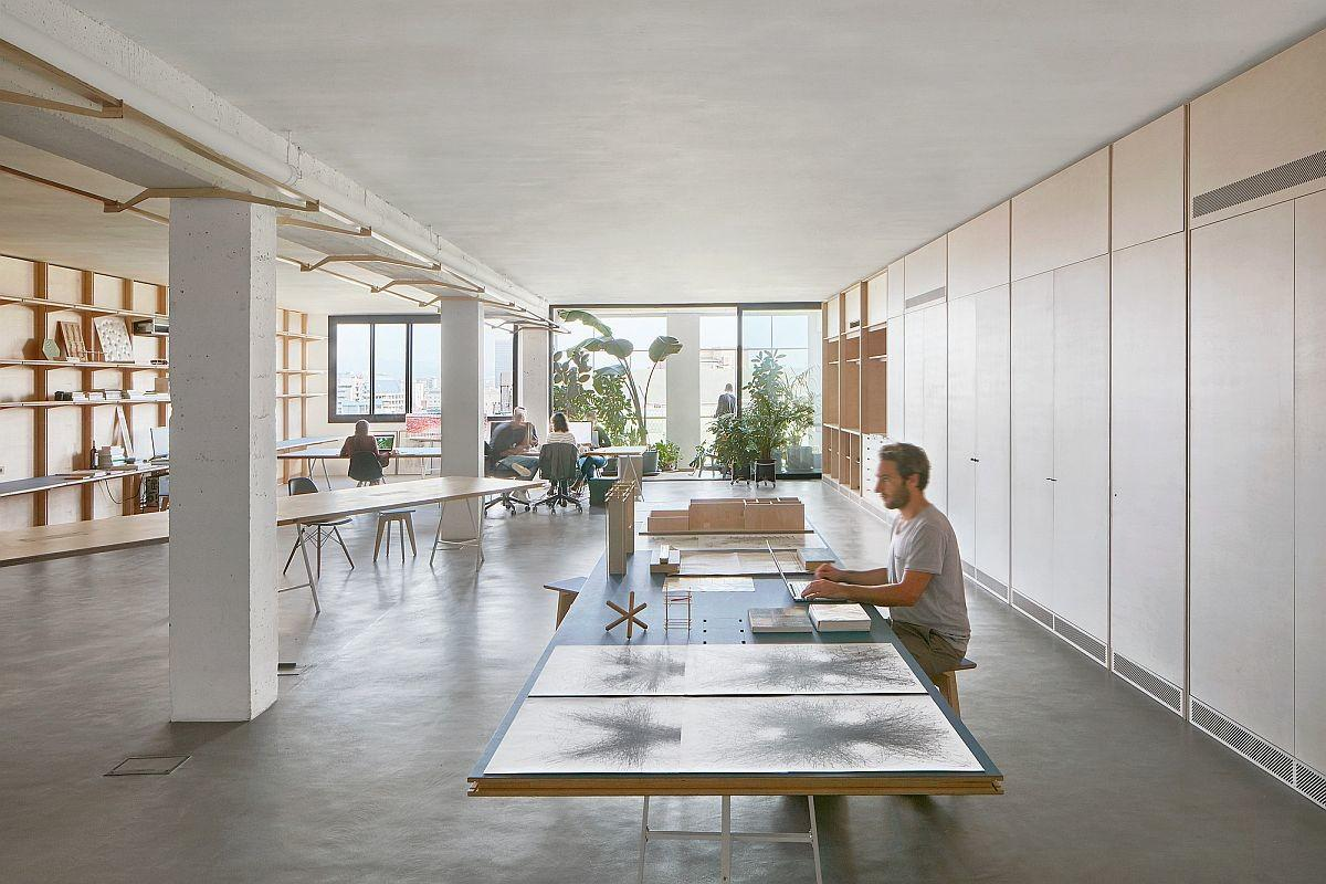 Adaptable Versatile Office Finds Space Inside