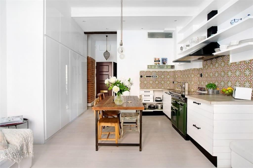 Airy Modern Clean Apartment City Center