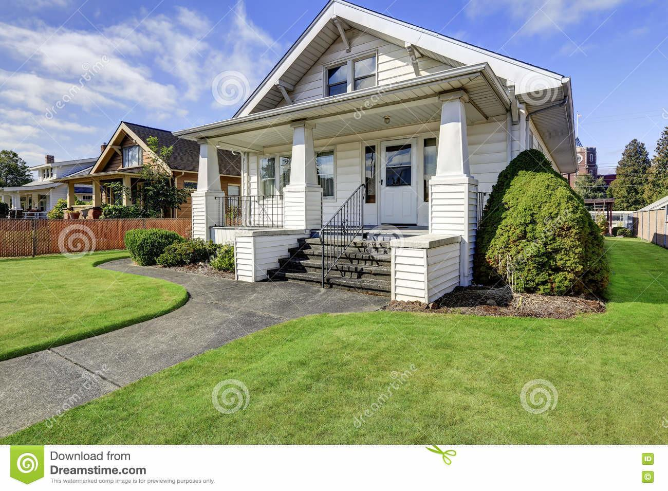 American Craftsman House Exterior Cozy Covered Porch