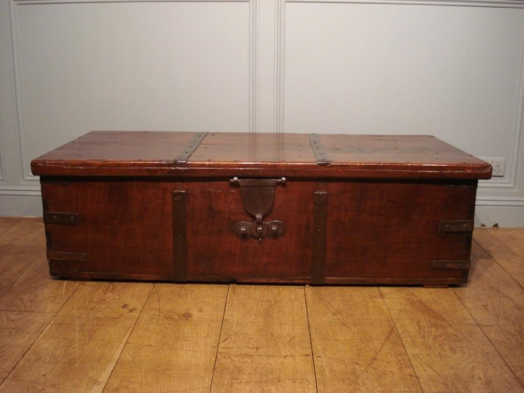 Antique Trunk Coffee Table Kl2l