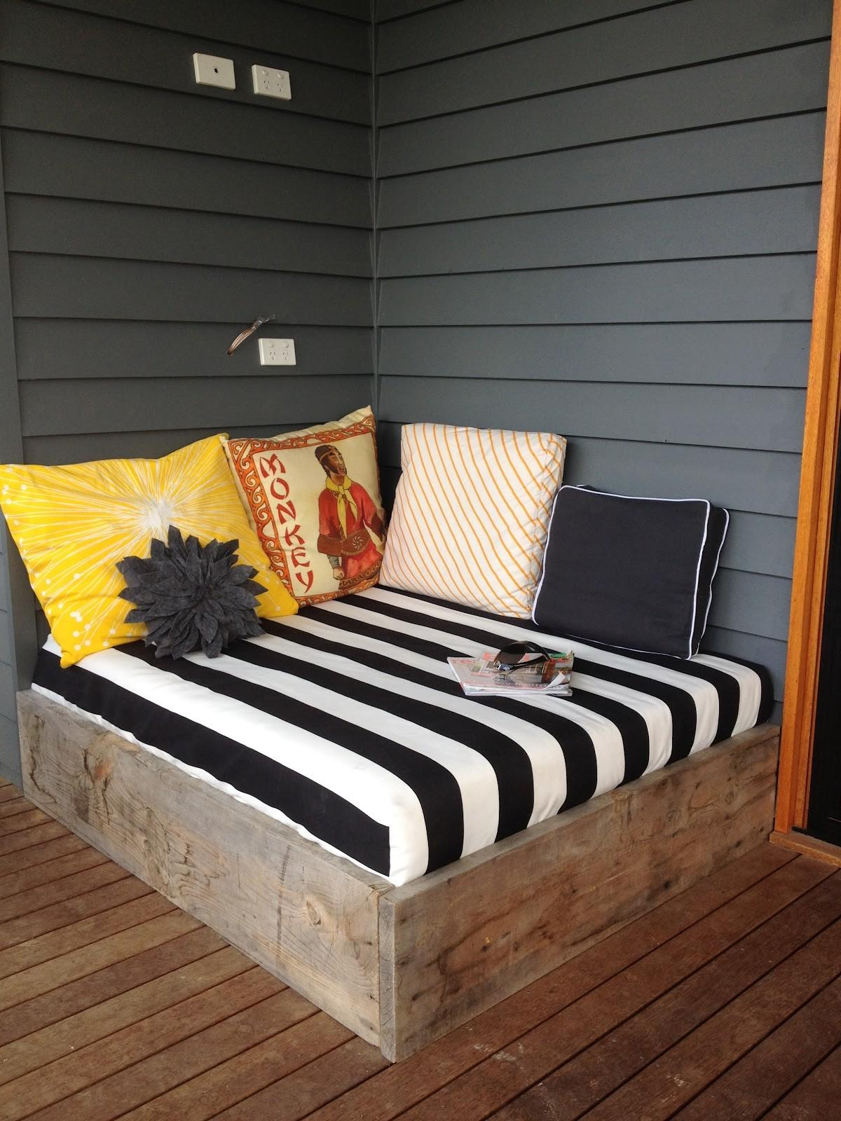 29 Fantastic Diy Pallet Outdoor Daybed That Abound With Elegance With Pictures Decoratorist