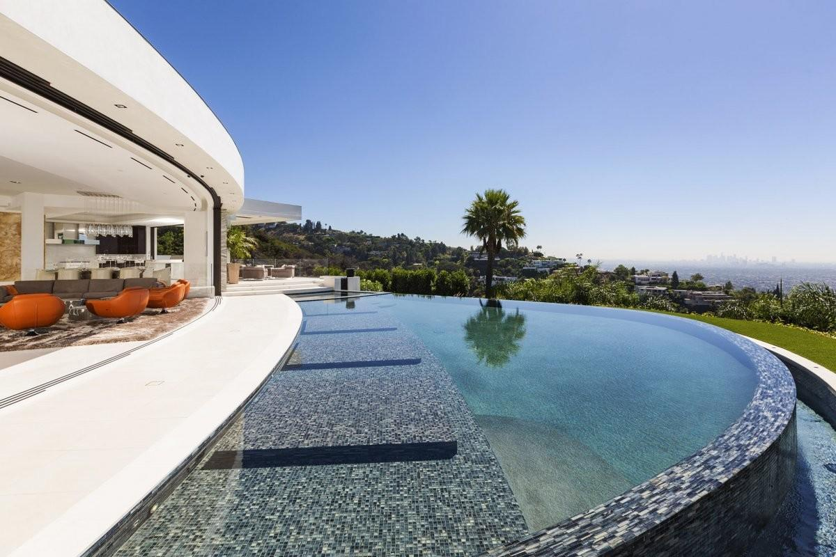Astonishing Beverly Hills Mansion Incomparable Glamour