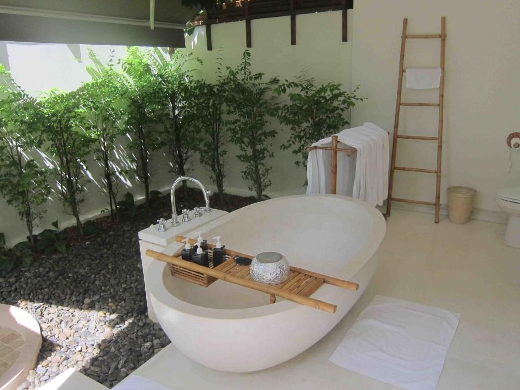 Awesome Design Bathroom Big Bathtub Plus Wooden Bath