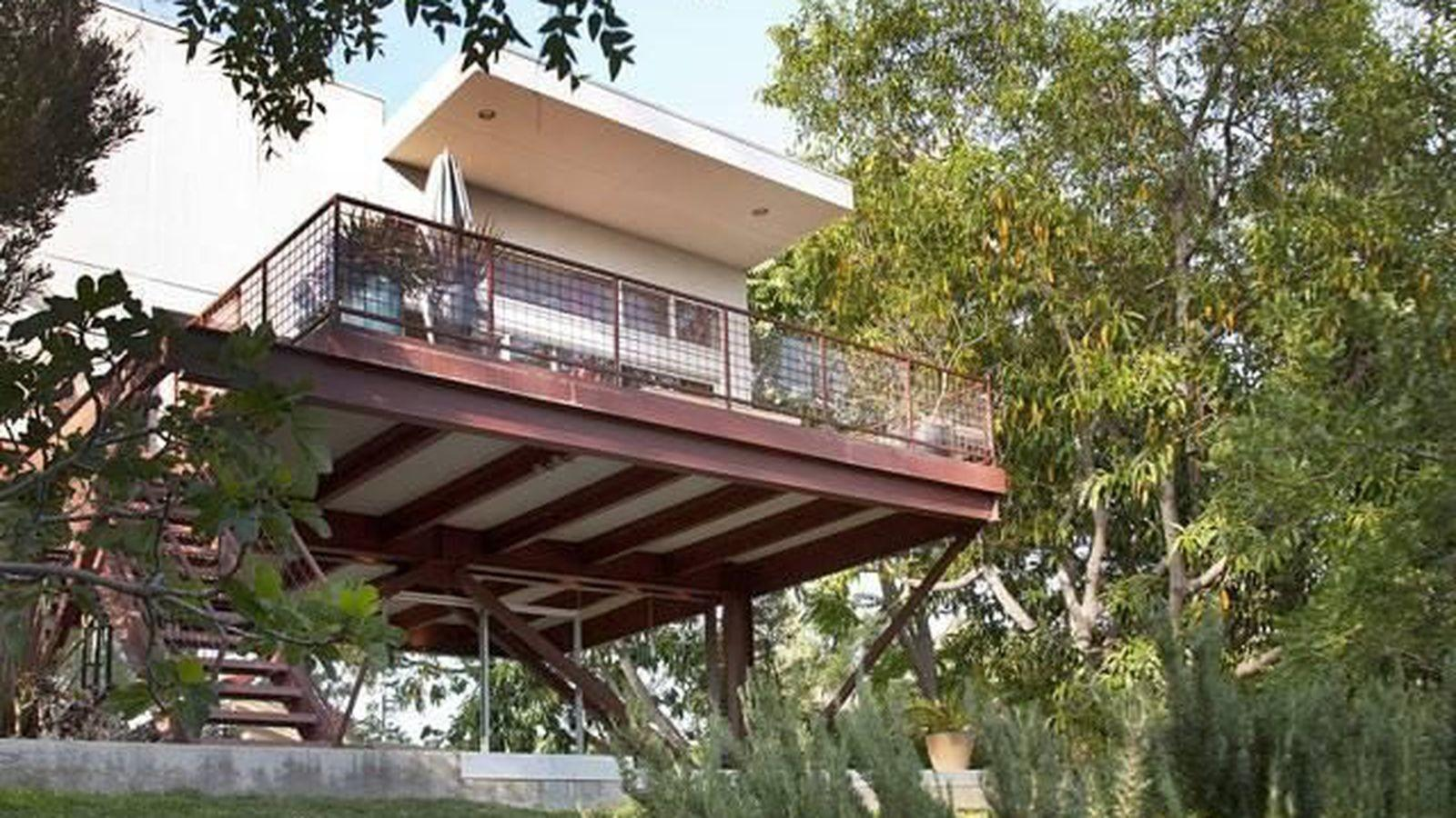Barbara Bestor Cantilevered First House