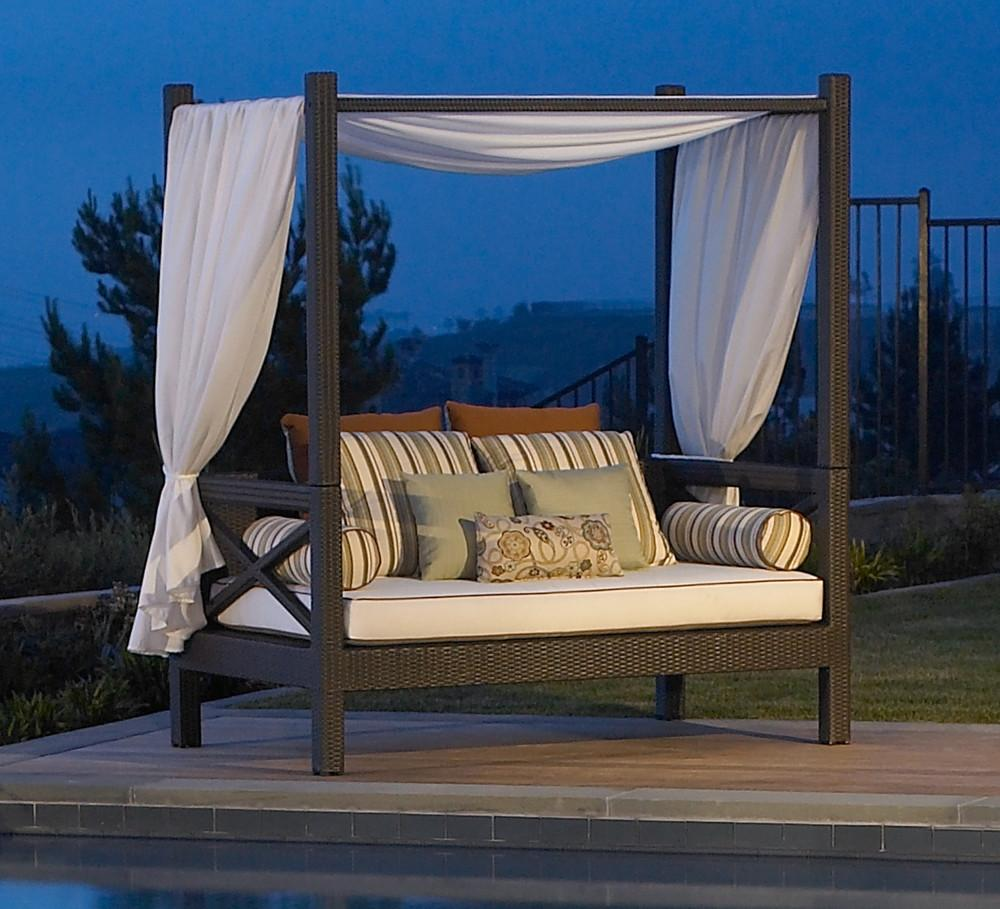 Barefoot Beautiful Daybed Delights