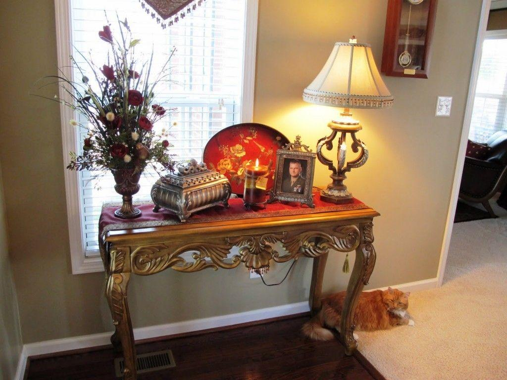 Beautiful Christmas Decorating Small Entryways