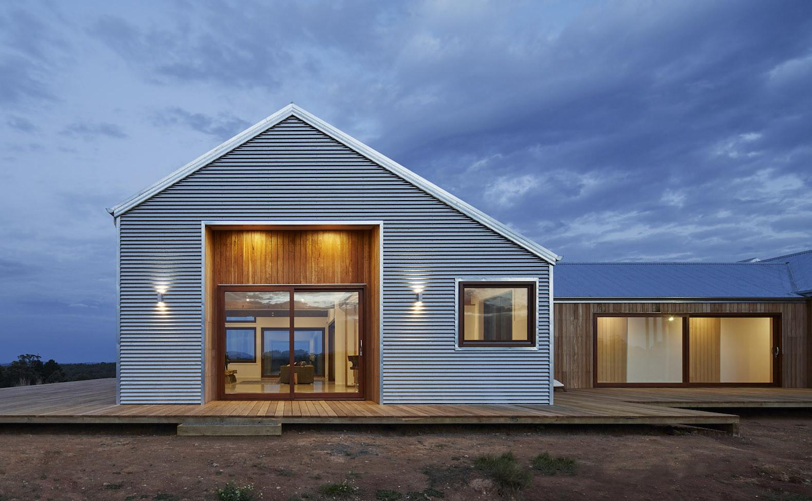 Beautiful Contemporary Farmhouse Harnesses All Its