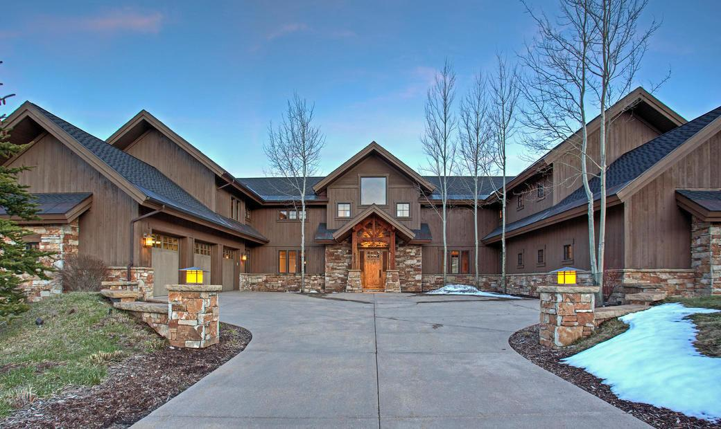Beautiful Contemporary Mountain Home Gated Glenwild