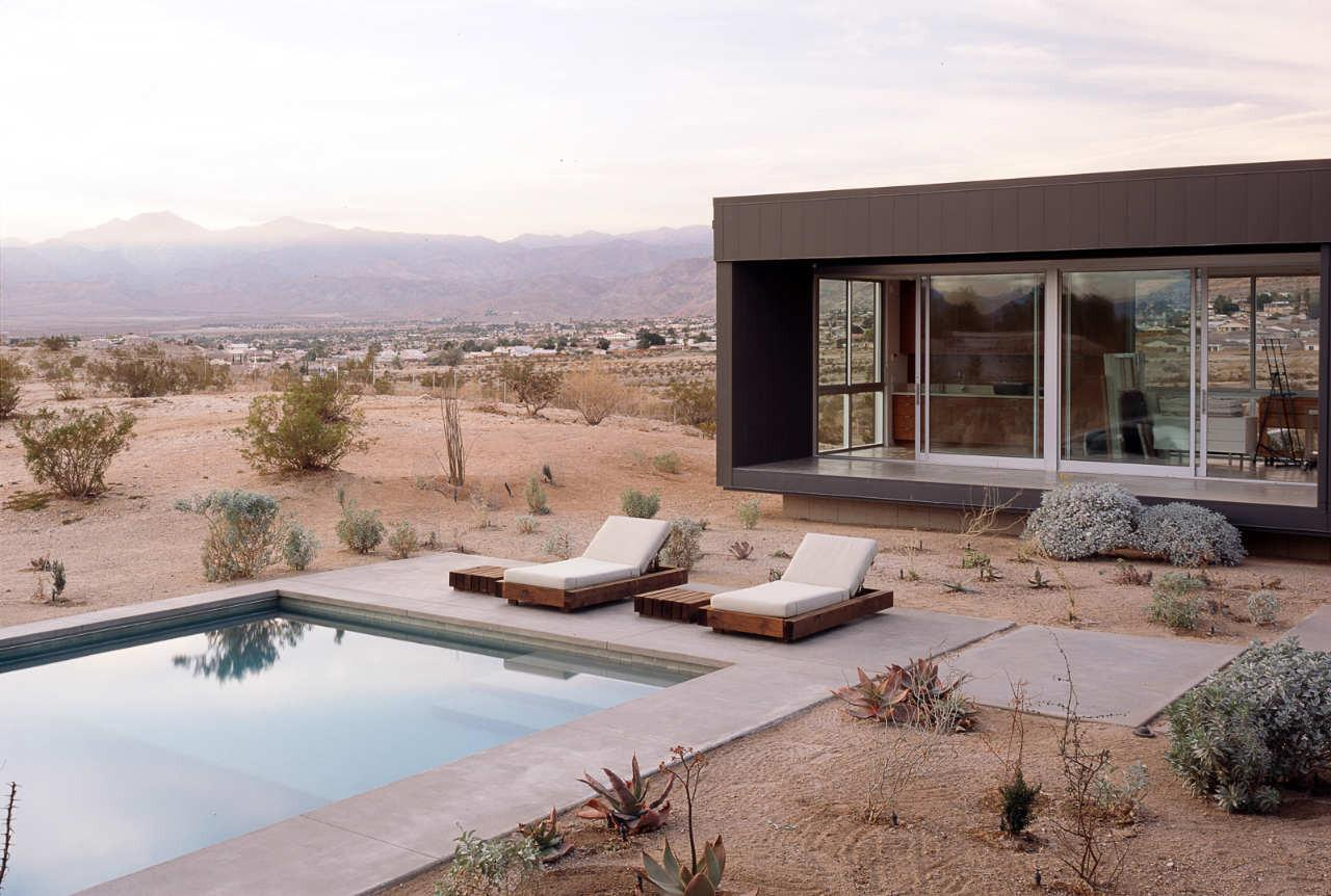 Beautiful Homes Surrounded Desert Mountains
