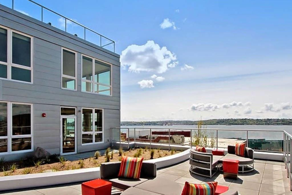 Beautiful Modern Convenient Pike Place Home