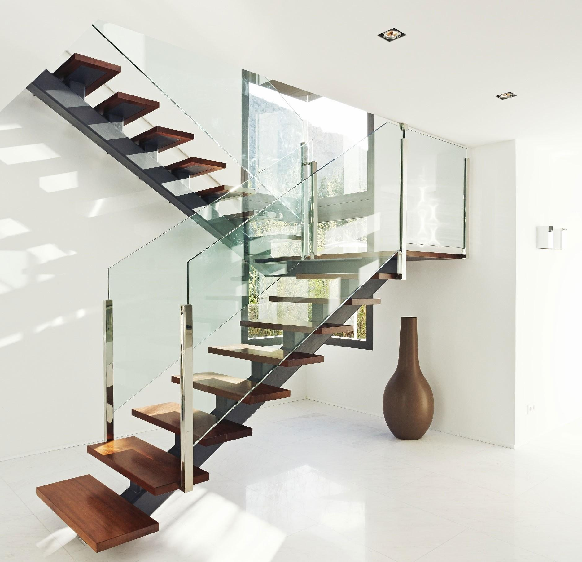Beautiful Modern Glass Staircase Design