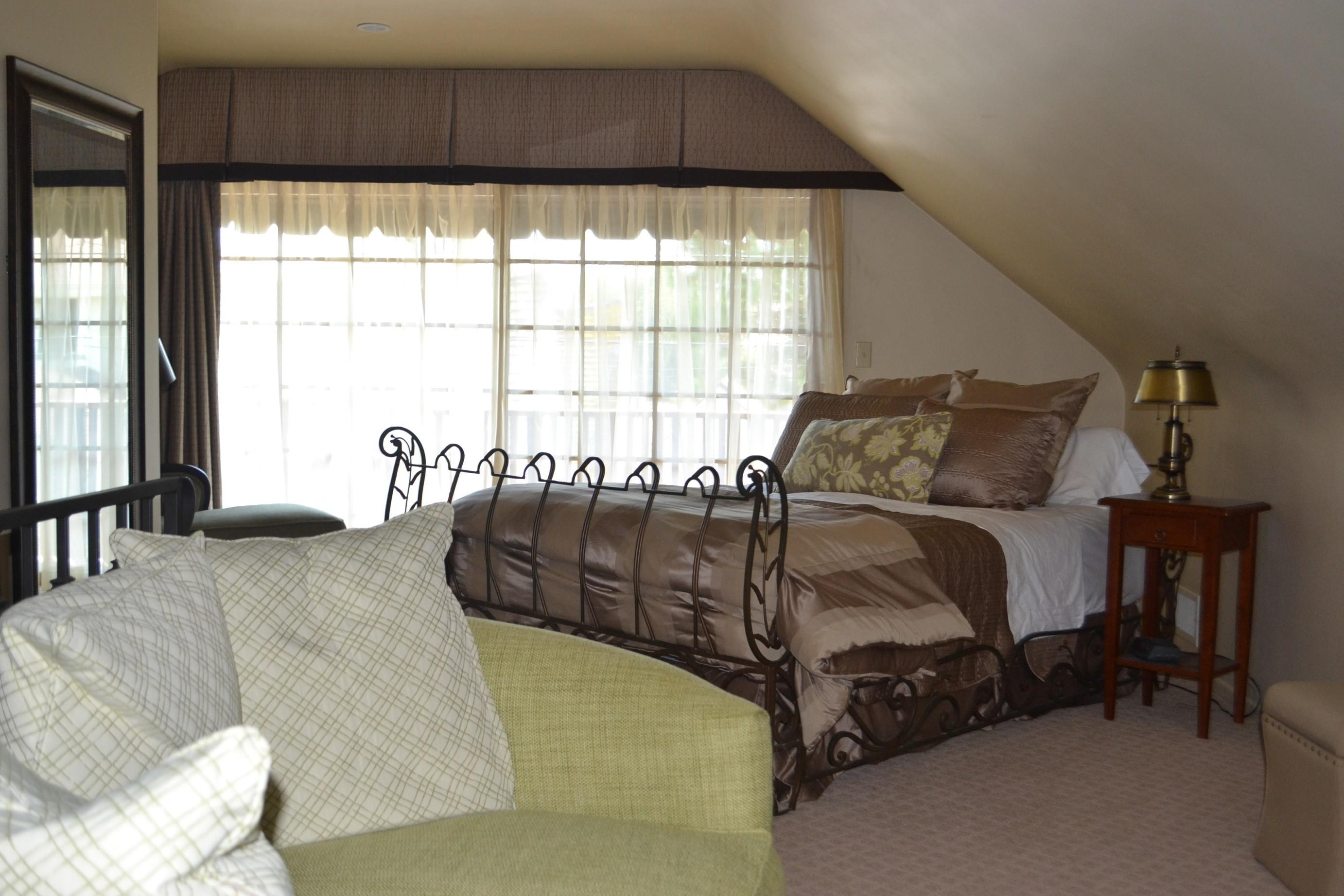 Bedroom Cool Slanted Ceiling Ideas Decorating