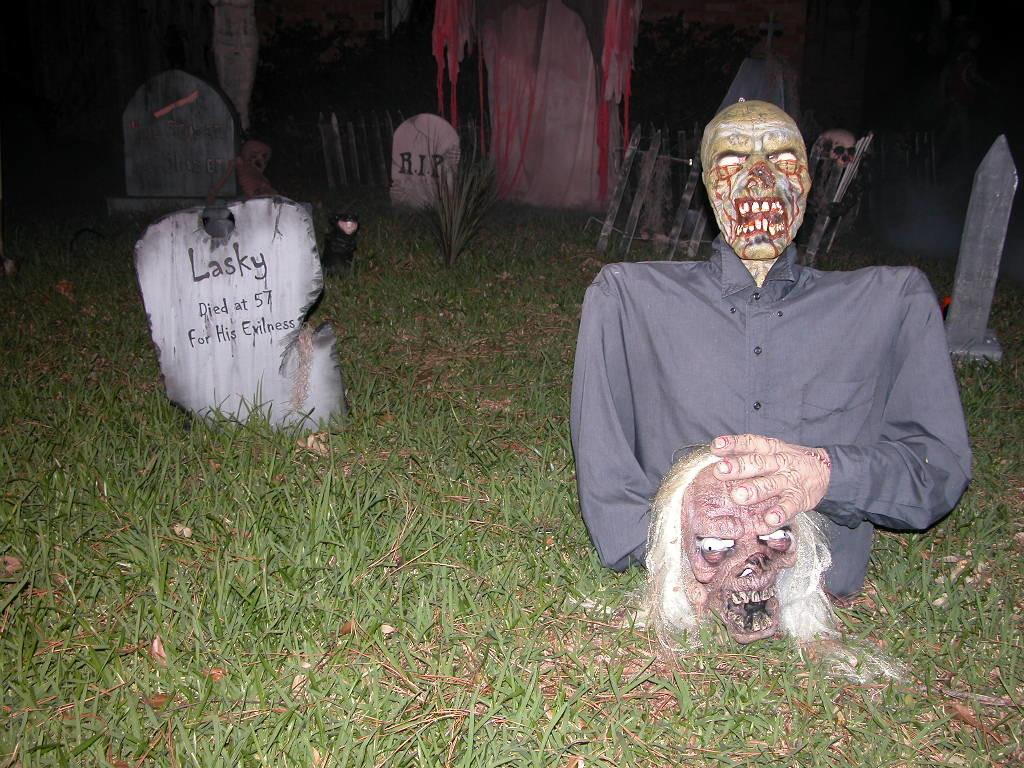 Best Scary Halloween Decorations Ideas