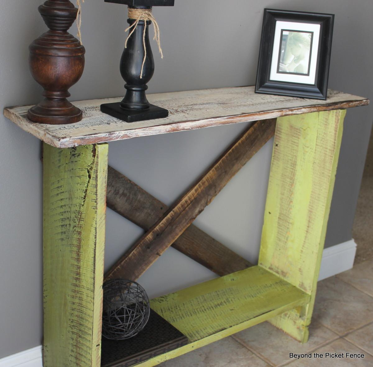 Beyond Picket Fence Spring Green Sofa Table