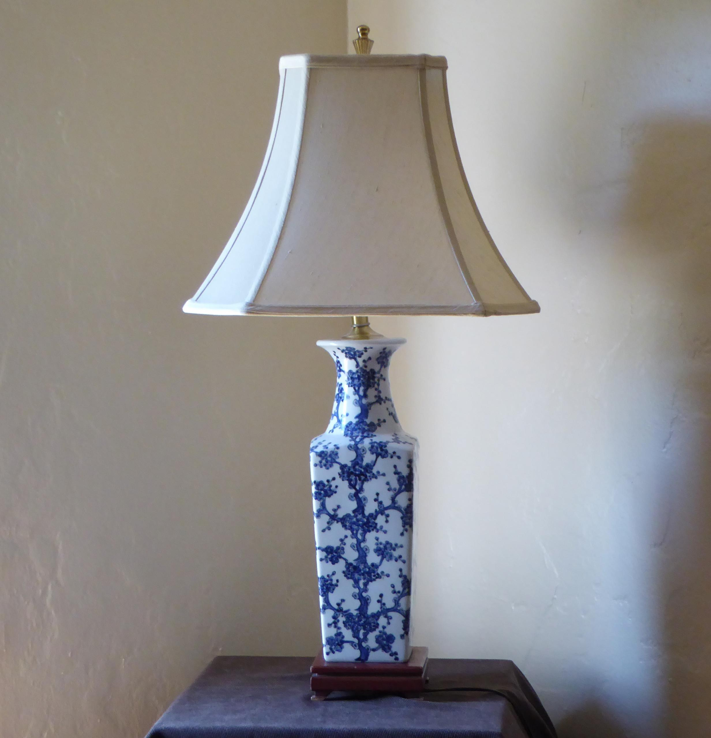 Blue White Ceramic Vase Table Lamp