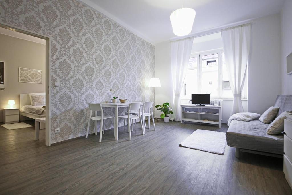 Bright Modern Home 5min Old Town Apartments Rent