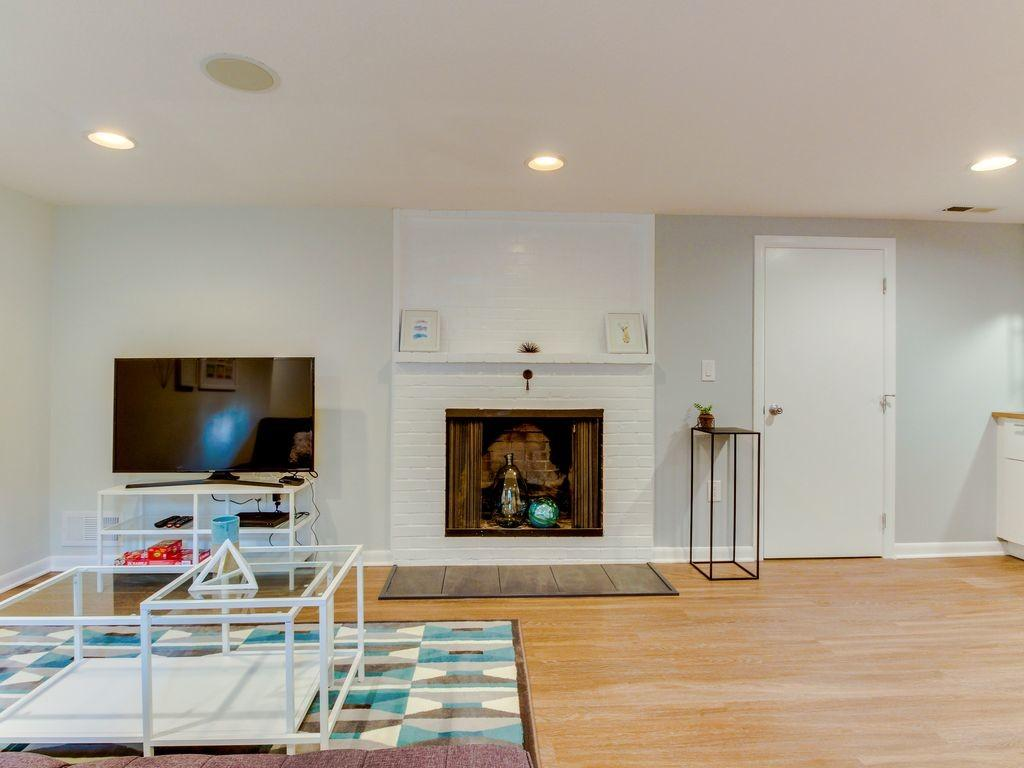 Bright Spacious Modern Apartment Baby Friendly Maywood