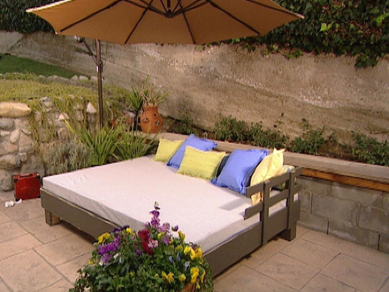 Build Outdoor Daybed