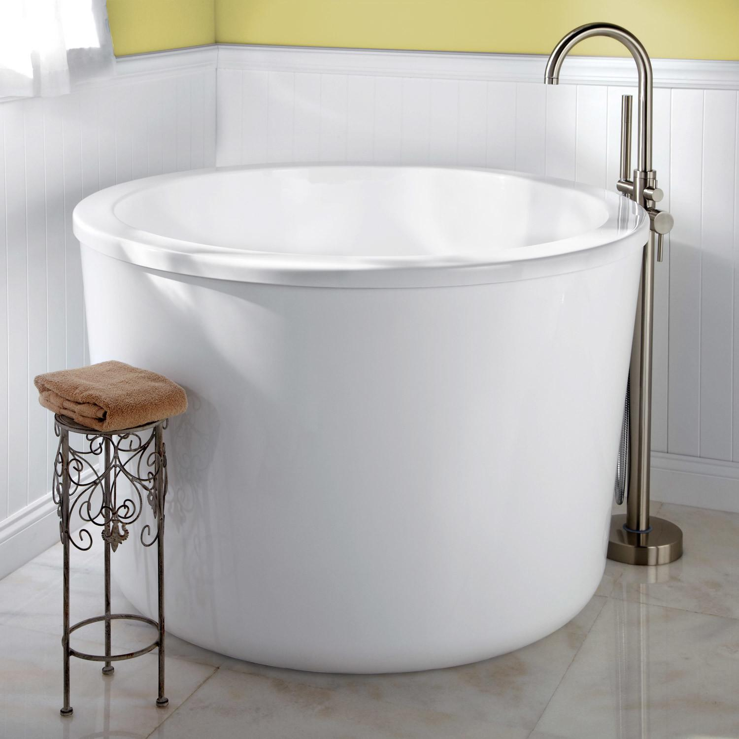 Caruso Round Japanese Soaking Tub Overflow