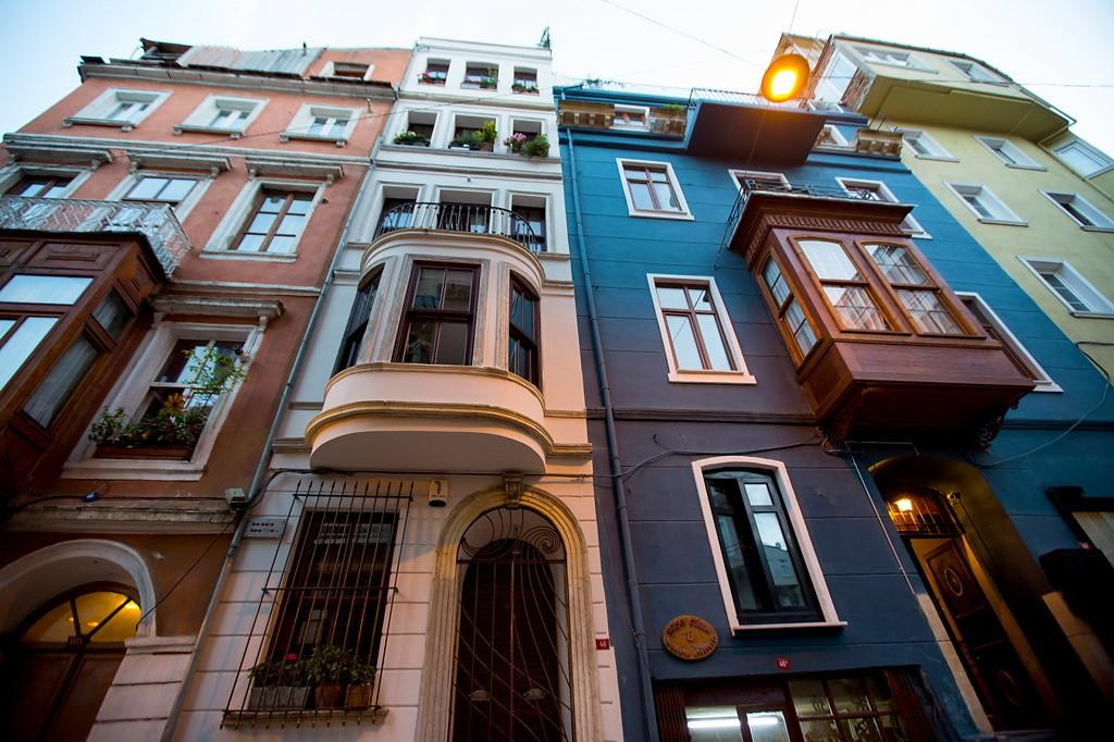 Charming Duplex Istanbul Pays Homage History