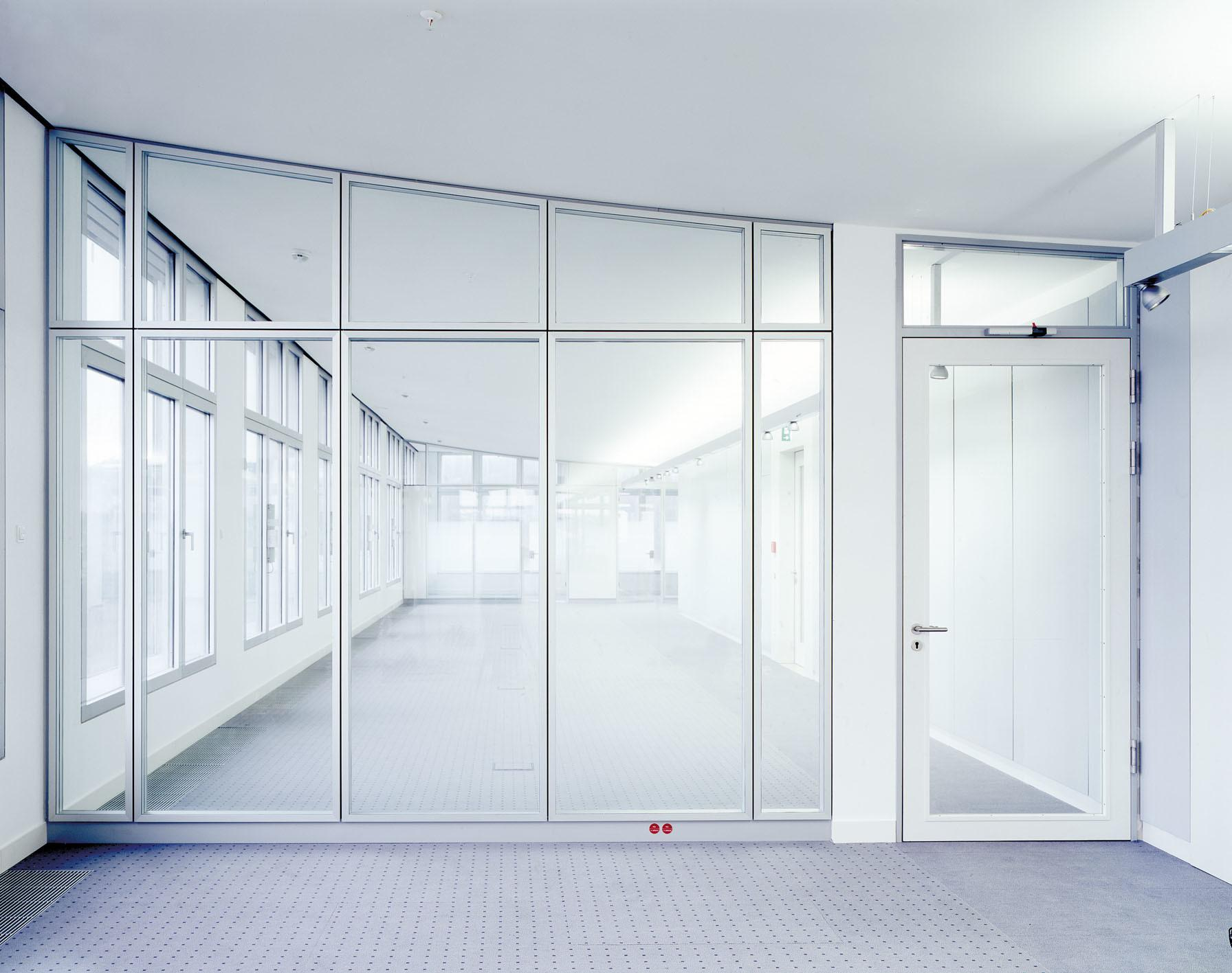 China Fixed Glass Partition Wall Photos Made