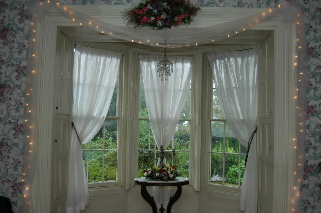 Christmas Bay Window Decorating Ideas Home Intuitive
