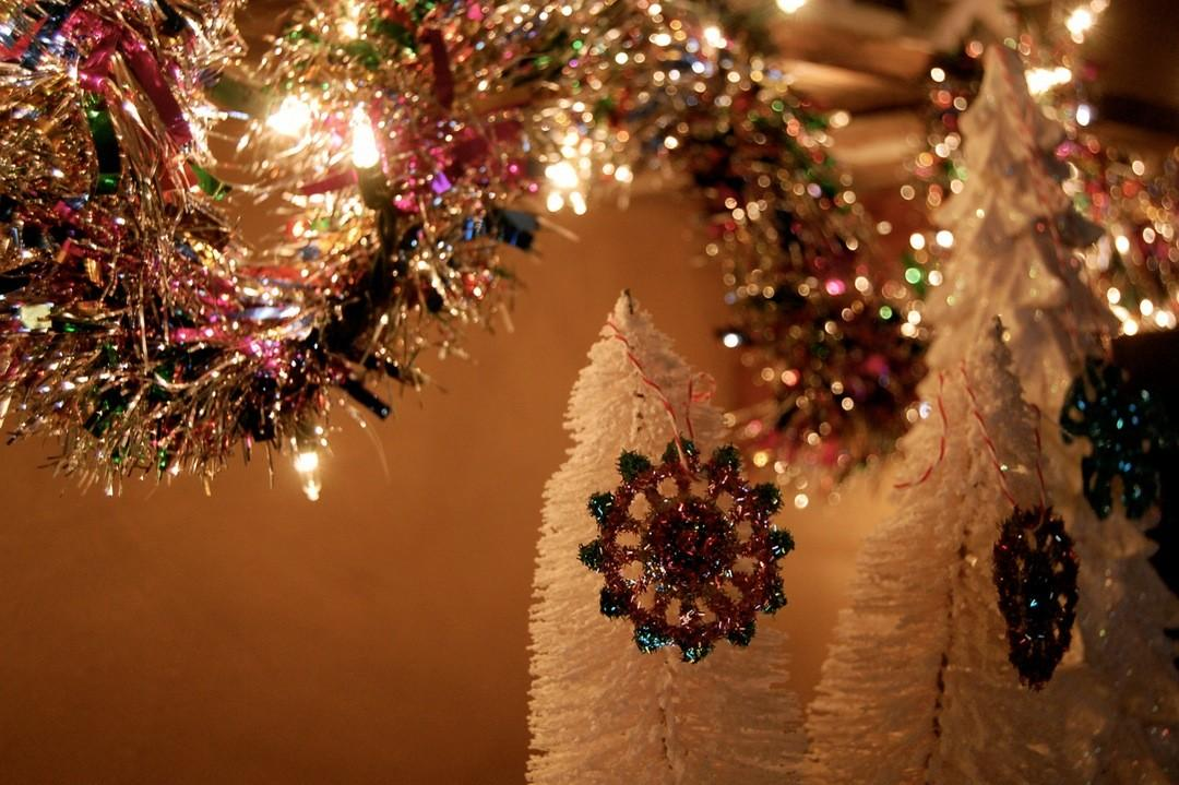 Christmas Mantel Decorating Ideas Gold Silver Tree