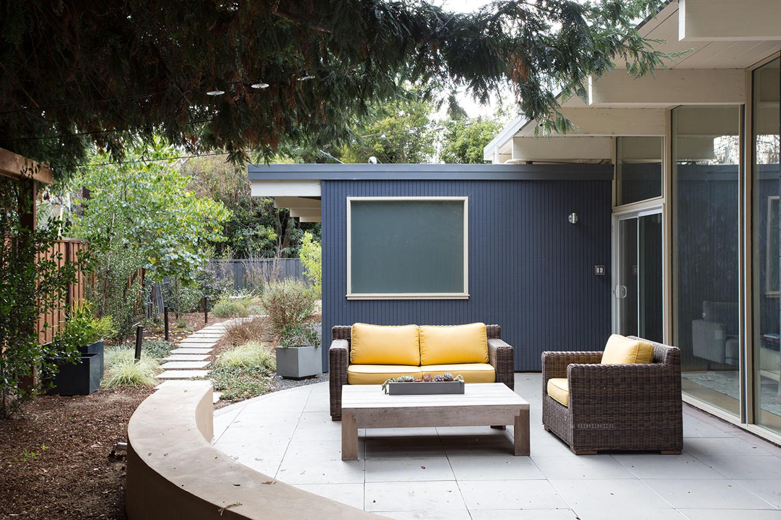 Classic Eichler Indoor Outdoor Home Gets Modern Makeover