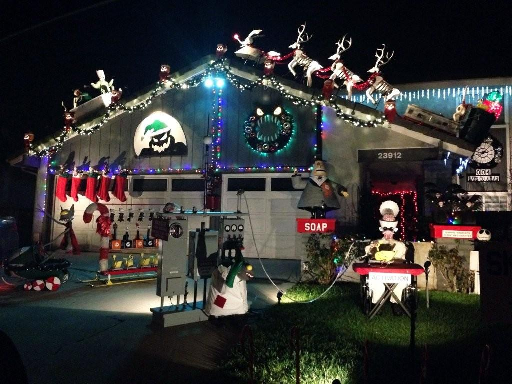 Clever Christmas Decorations Even Grinch Would Love