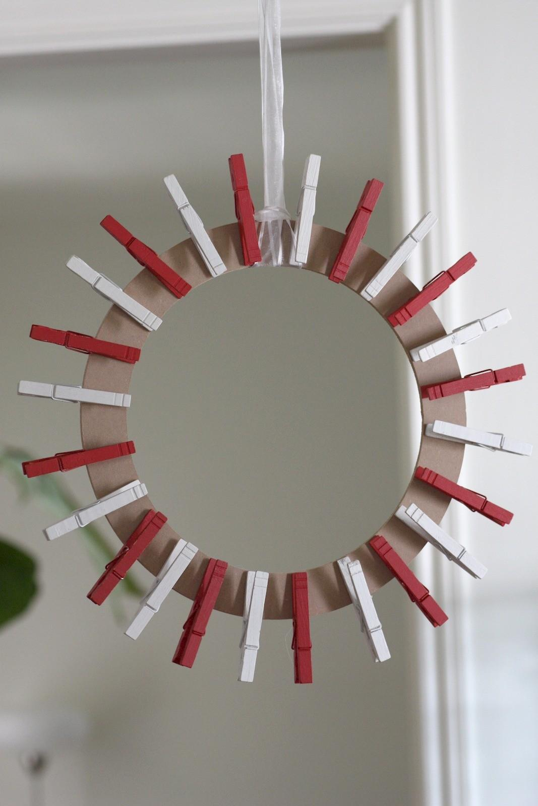 Clothespin Christmas Card Wreath Diy Catch Party
