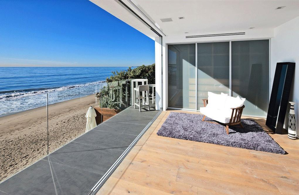 Contemporary Beach House Malibu California