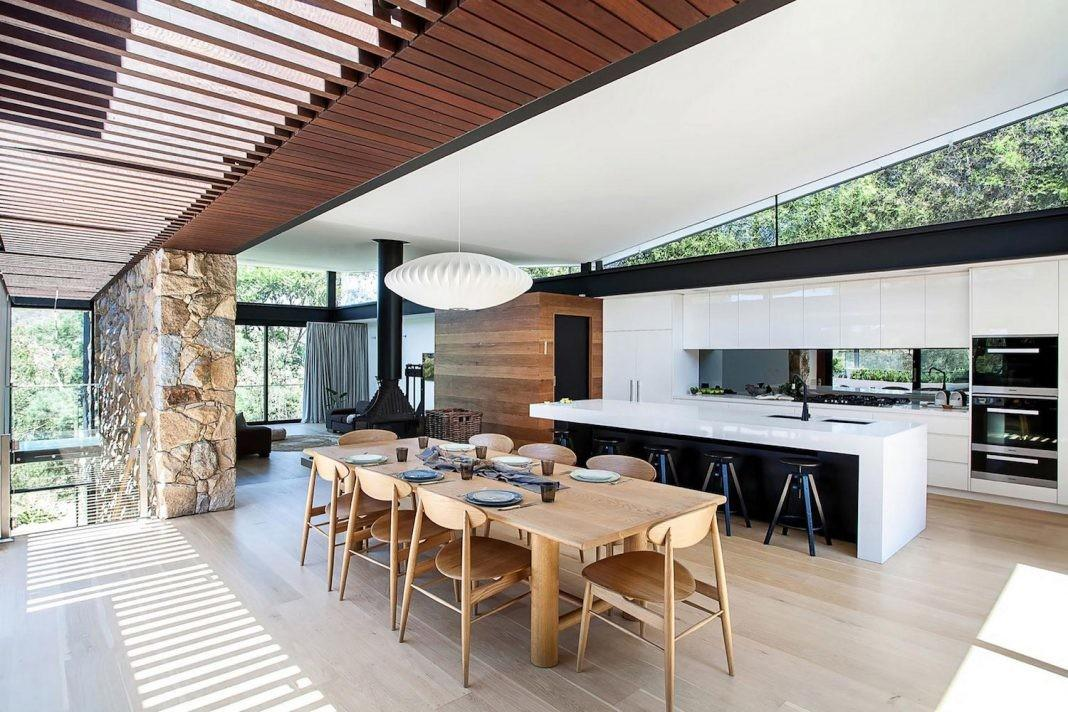 Contemporary Bushland Warrandyte House Perched Above