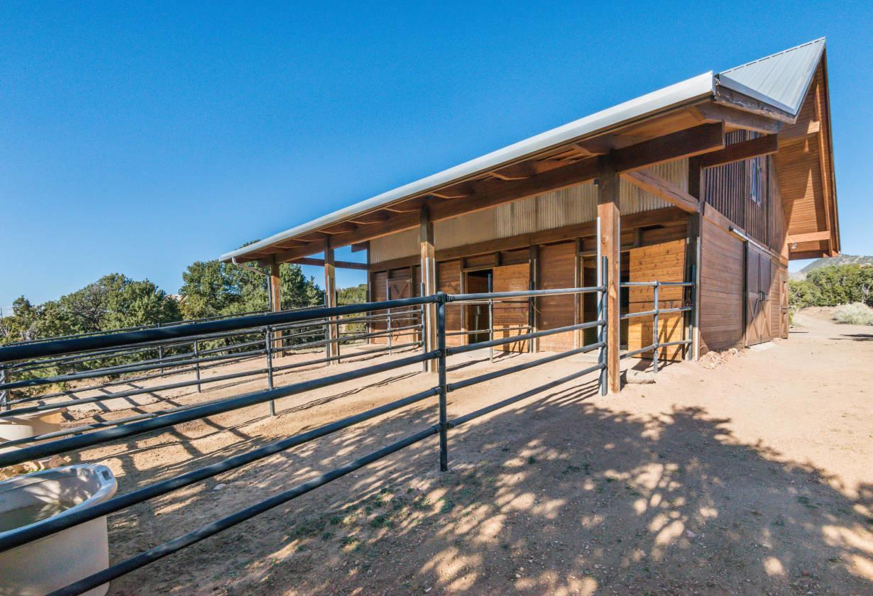 Contemporary Home Amazing Horse Facilities Private Yet