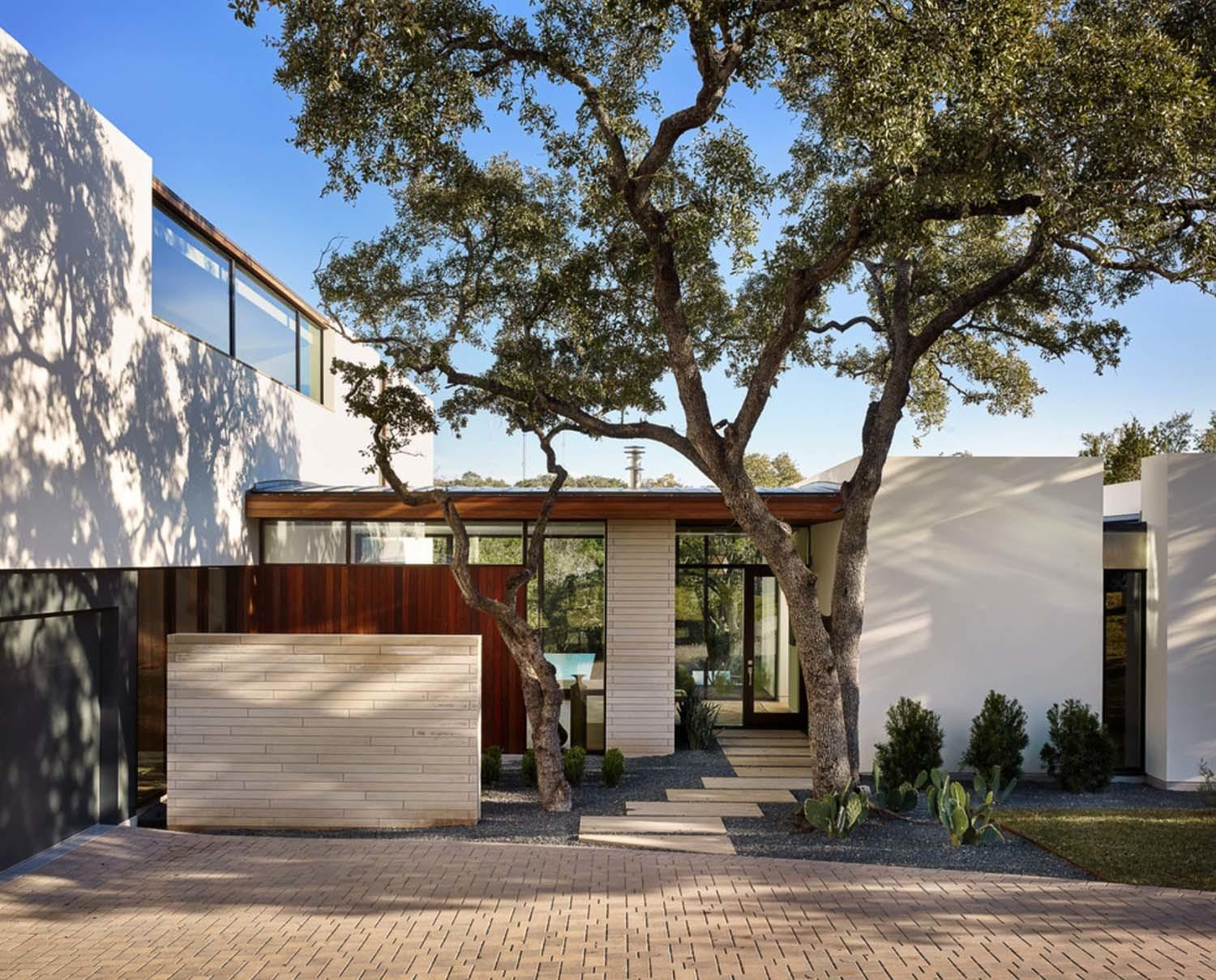 Contemporary Home Texas Boasting Impressive Transparency