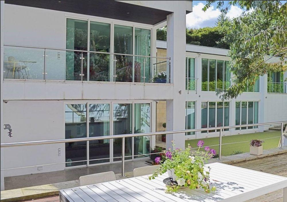 Contemporary Pool House Self Catering Accommodation