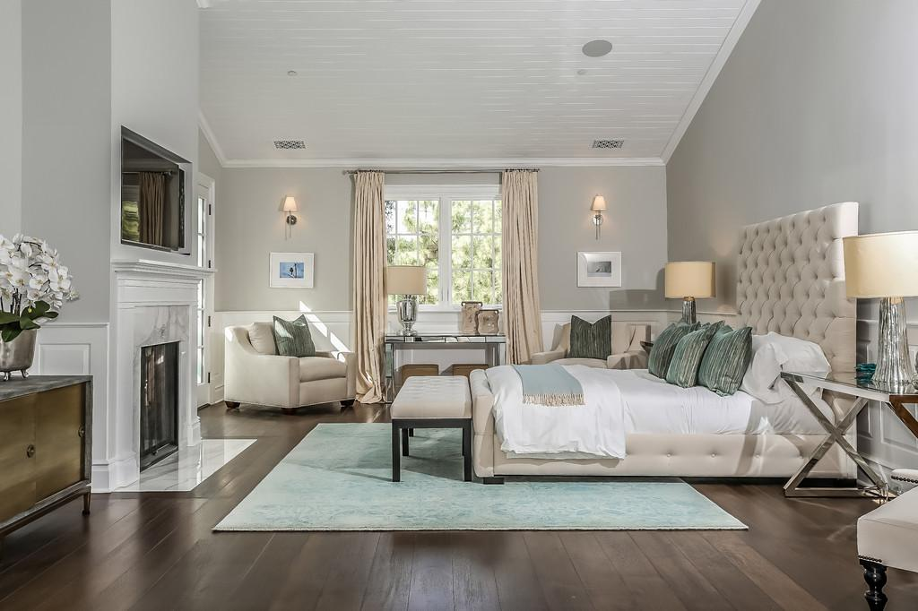 Cool Home Stagers Staging Meridith Baer
