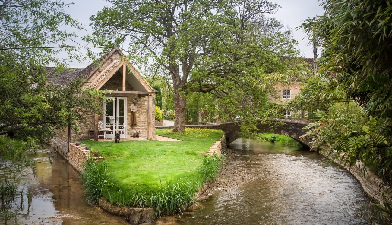 Cotswolds Romantic Island Cottage Couples Cirencester