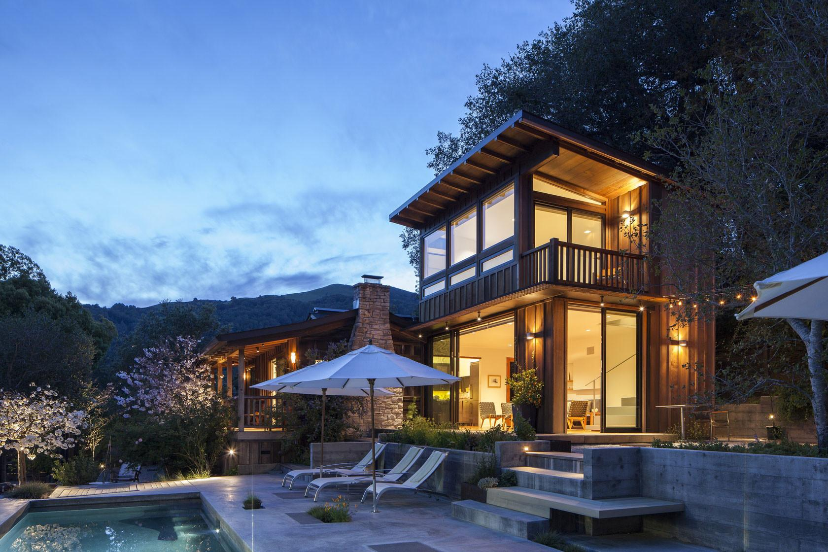 Cottage Expansion Uses Local Woods Compliment Mountain