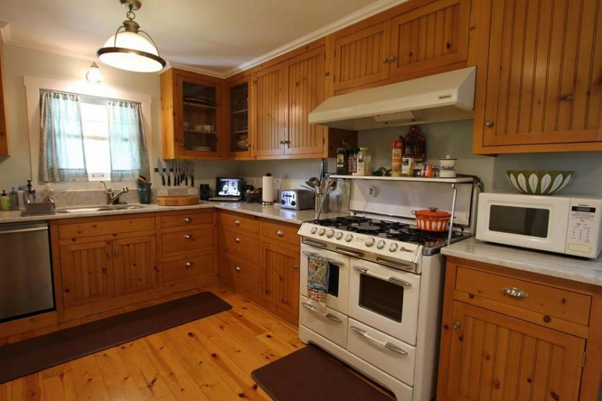 Country Cottage Kitchen Designs Make Lively
