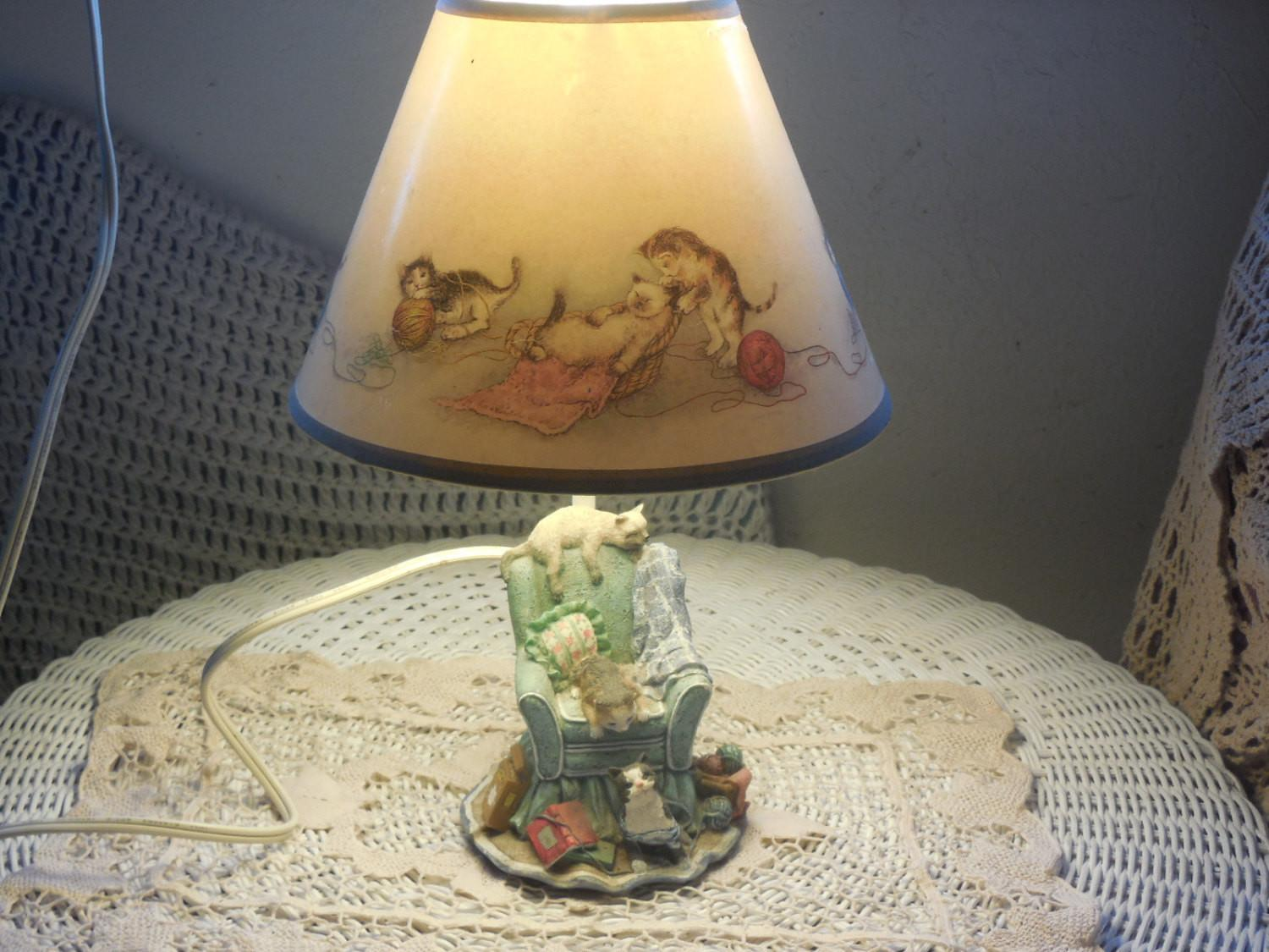 Country Kitten Table Lamp Over Stuffed Chair Cat Lovers