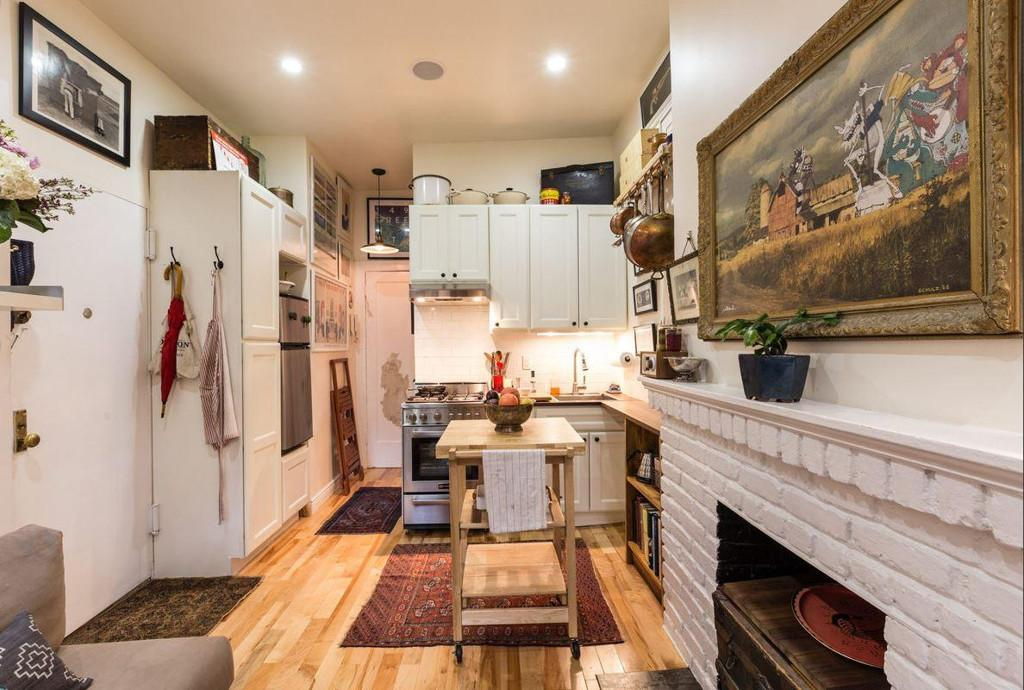Couple Turns Sqm New York Apartment Into Cozy Home