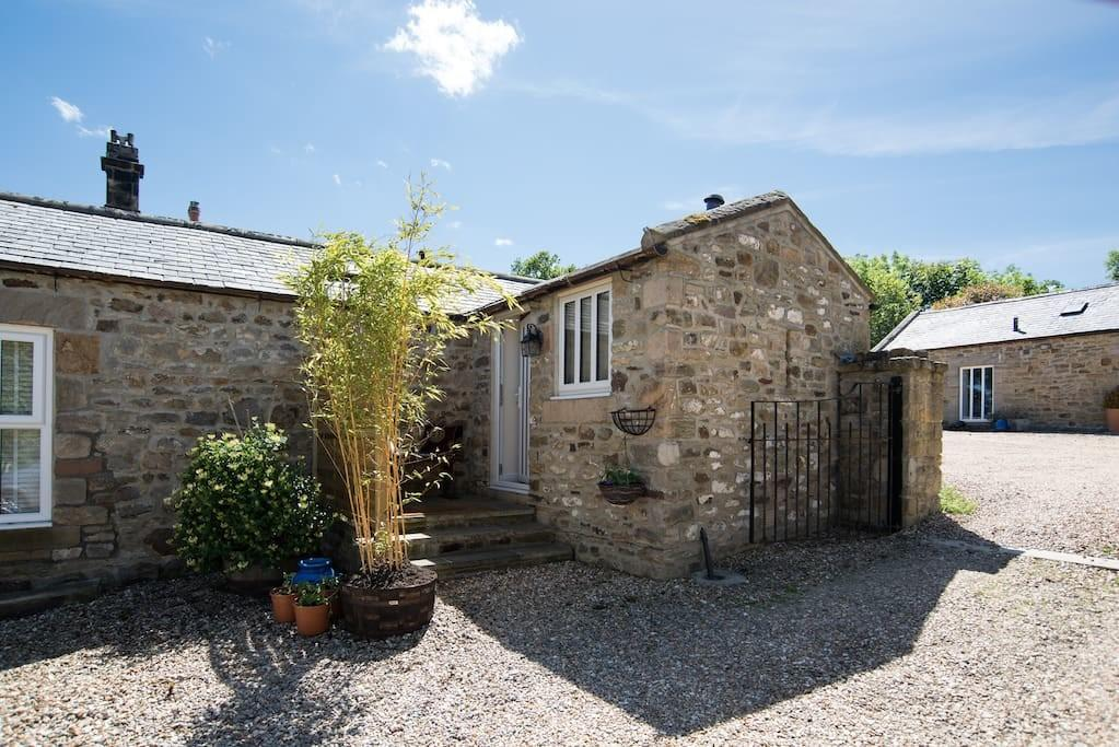 Courtyard Ideal Couples Near Riding Mill Holiday