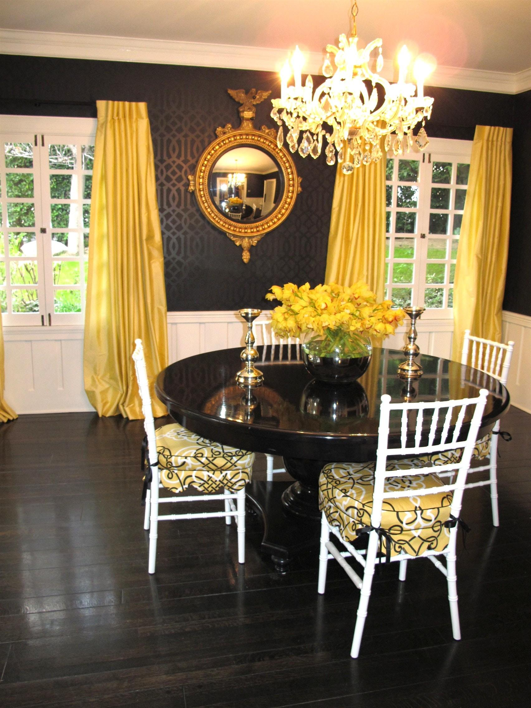 Cozy Simple Dining Room Design Using Light Yellow Wall
