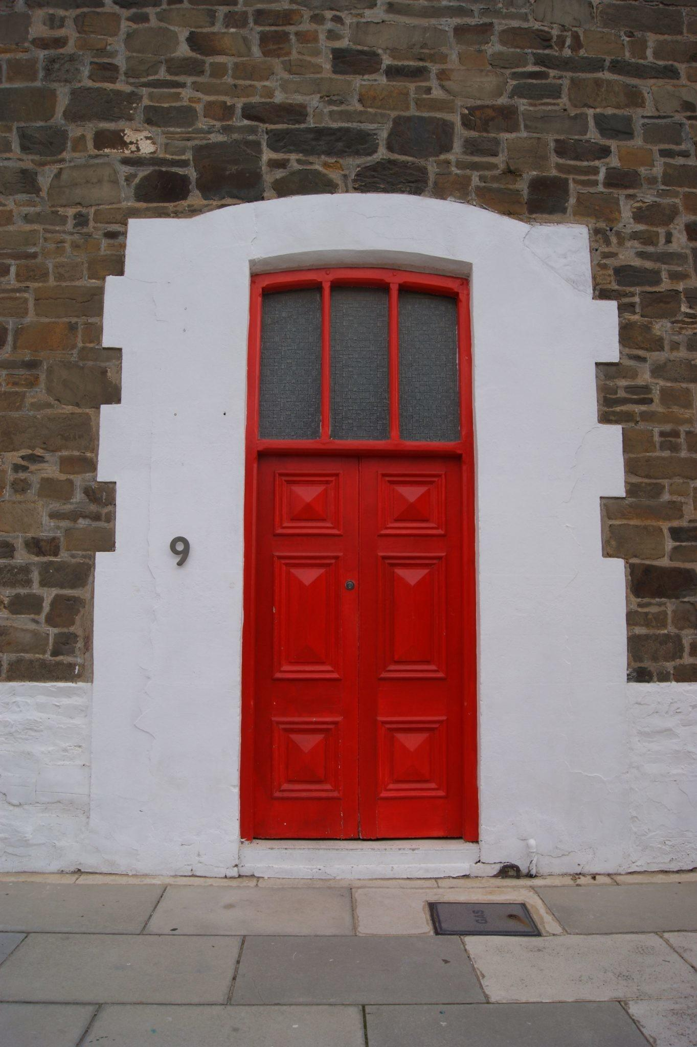 Creating Charming Entryway Red Front Doors