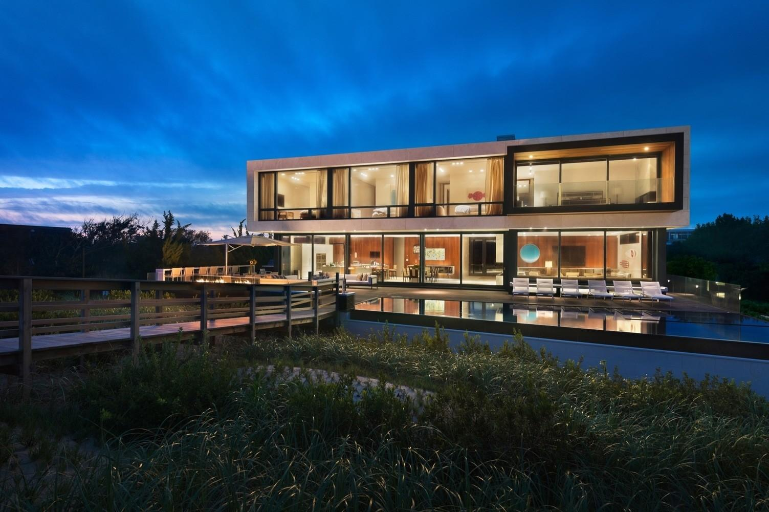 Creative Oceanfront Home Designed Accommodate Flood