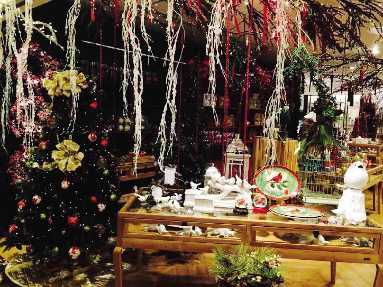 Creative Settings Help Bring Season Spirit