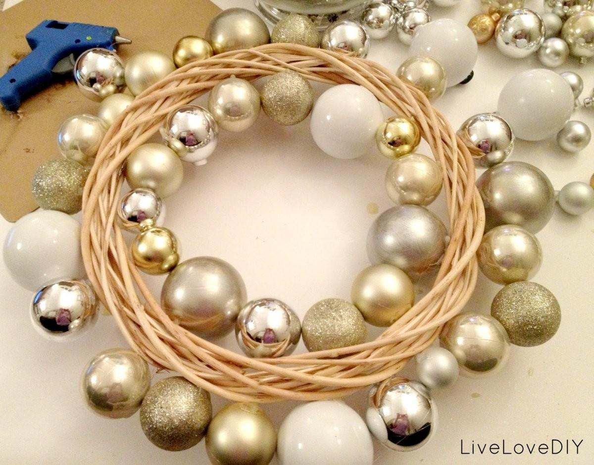Cute Accessories Christmas Decoration Using